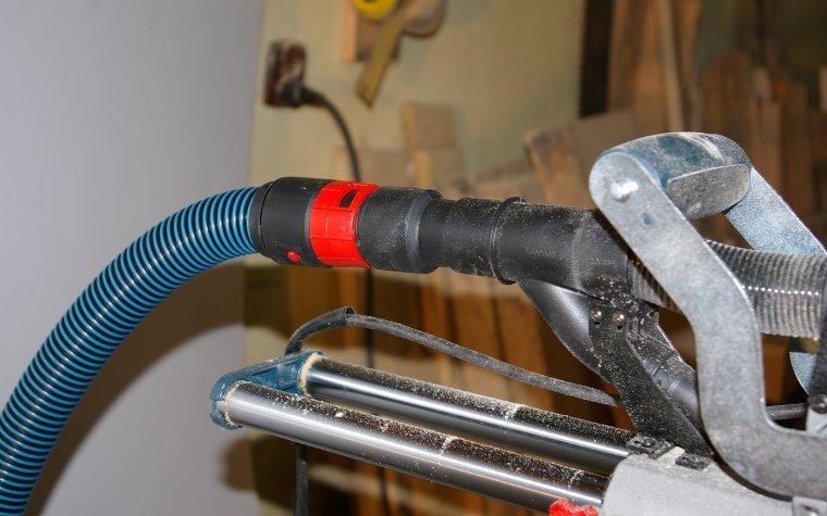Standardowa wyjście systemu odpylania umożliwia podłączenie np. odkurzacza przemysłowego
