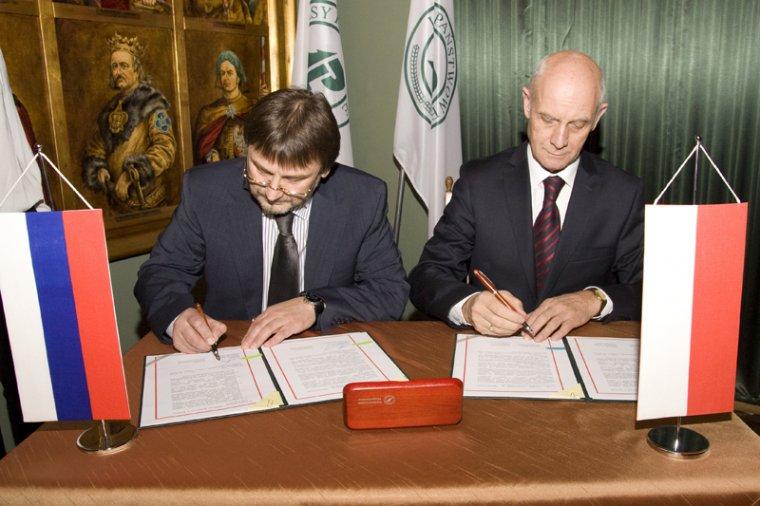 Vladimir Lebedev i Janusz Zaleski podpisują porozumienie o współpracy w leśnictwie