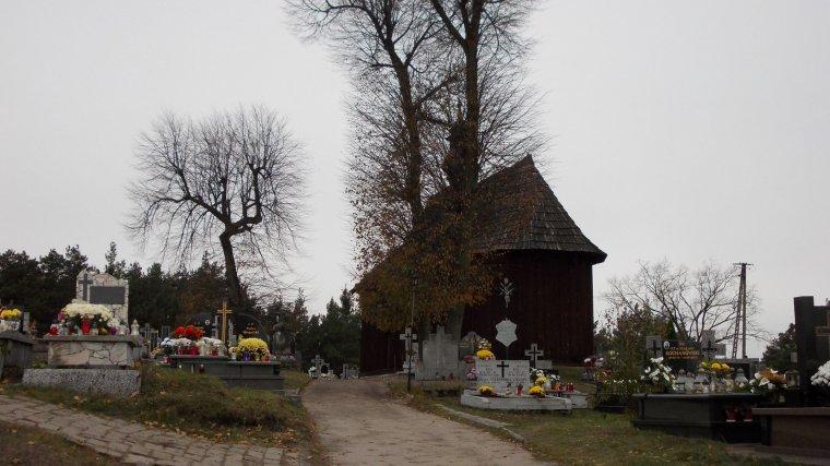 Trwa remont pochodzącej z I poł. XVIIw. drewnianej kaplicy w Kurzelowie