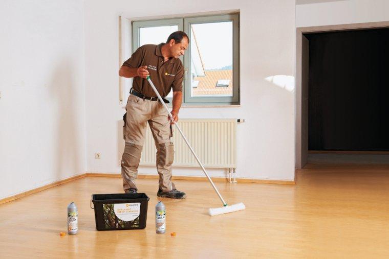 Użytkowanie i czyszczenie podłogi drewnianej: najczęściej popełniane błędy