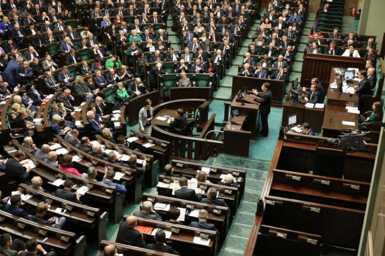 Posłowie debatowali nad zmianą w Konstytucji dotyczącą lasów państwowych