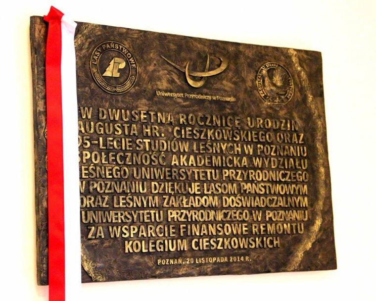 Pamiątkowa tablicy upamiętniająca 200-lecie urodzin Augusta hrabiego Cieszkowskiego, 95-lecie studiów leśnych w Poznaniu oraz odnowienie Kolegium Cieszkowskich