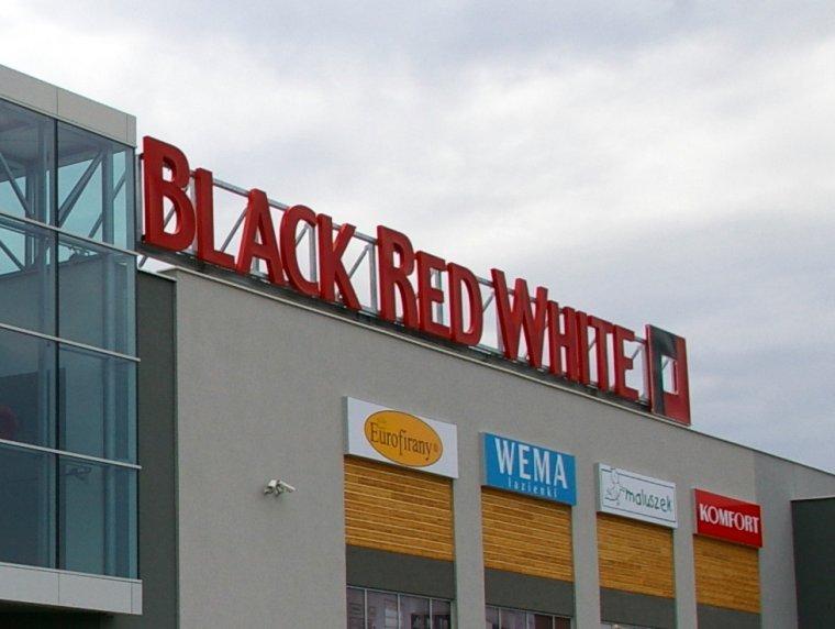 Black Red White rozwija sieć salonów partnerskich