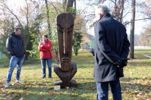 Moai - jedna  z rzeźb, które pozostaną na poznańskim Wydziale Leśnym