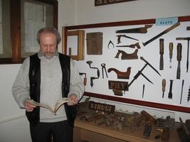 <CENTER>Andrzej Bąk<BR>organizator wystawy</CENTER>