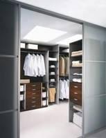 Jak powiększyć przestrzeń w szafie lub garderobie?
