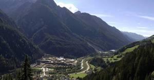 Malowniczo położony w Alpach tyrolskich tartak Theurl Holz