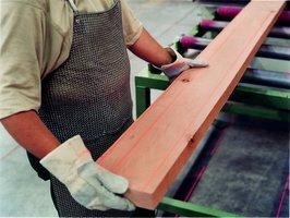 Tarcica firmy Pollmeier sprzedawana wedłg klas związanych z wydajnością i przeznaczeniem drewna