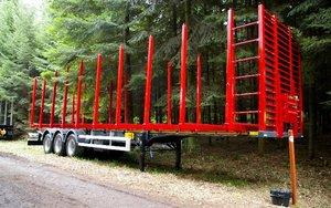 Naczepa do transportu drewna kłodowanego
