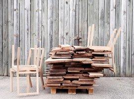 Out of the Woods: Opowieść o 12 drewnianych krzesłach