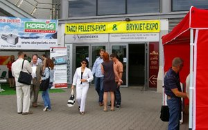 Targi PELLETS-EXPO stoiska przed Halą Łuczniczka