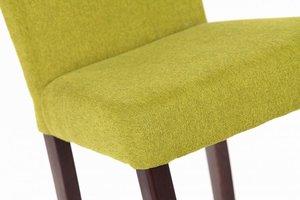 W szwalni i tapicerni długo testowane są nowe tkaniny zanim zostaną zakwalifikowane do opracowywanego przez projektantów krzesła.