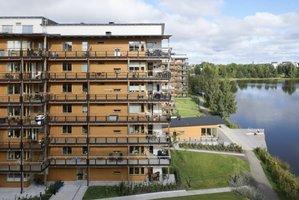 Osiedle w  Limnologen (Szwecja) zbudowane w 2010r. składa się m.in. z czterech drewnianych budynków o ośmiu kondygnacjach