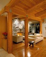 Wykonany z drewna sufit poza walorami estetycznymi oferuje także ochronę przed stratami ciepła