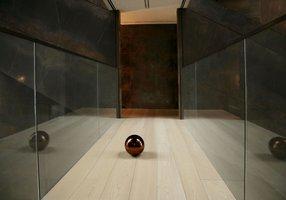 Drewniane podłogi nadają wnętrzom niebanalny wygląd.