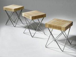 Klasyczny drewniany stołek w nowoczesnym wydaniu.