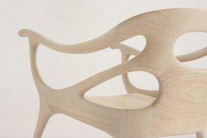 Plastyczność drewna skłania projektantów do poszukiwania nowych form mebli.