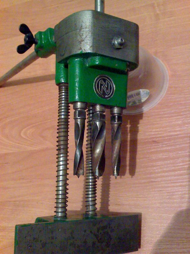 Urządzenie do wiercenia pod klamkę
