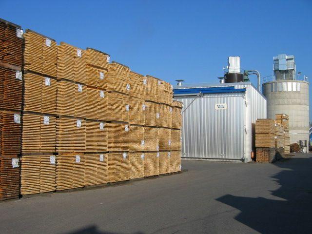Duża fabryka obróbki drewna oferuje