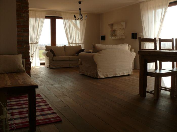 Podłogi drewniane, dębowe.