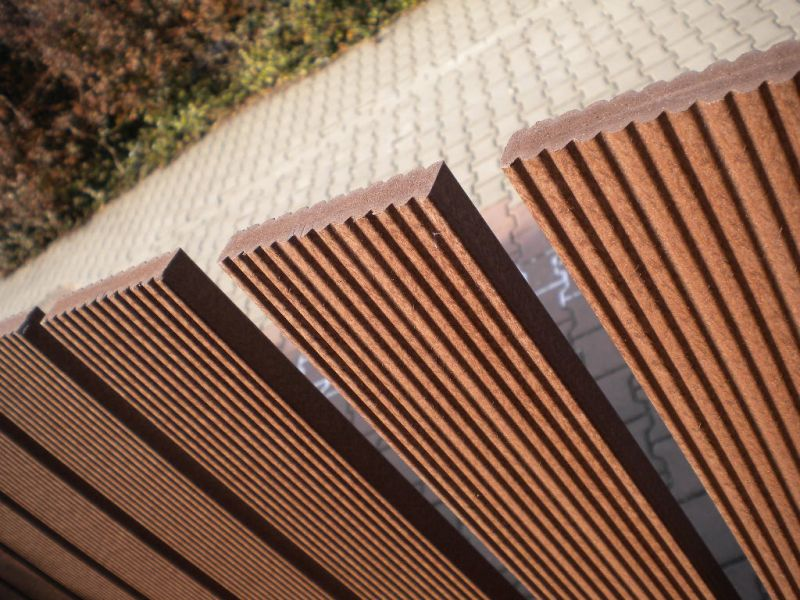 Ogrodzenie, sztachety z ekodesek kompozytowych (drewno + pcv)