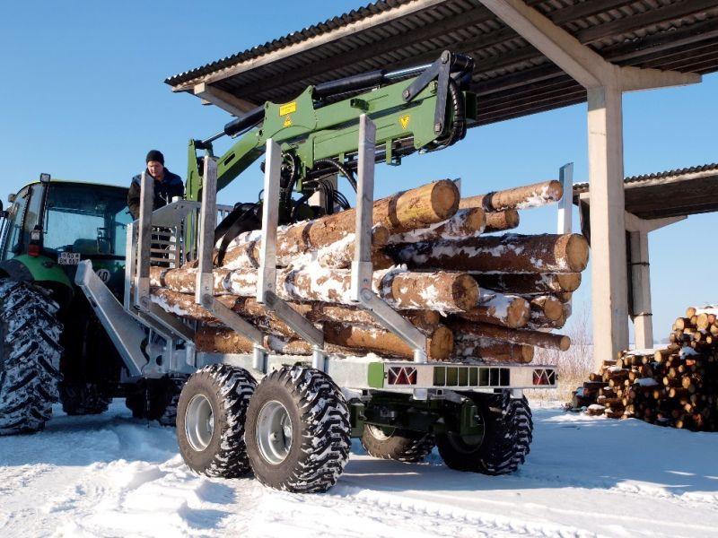 Przyczepa leśna do zrywki drewna Fliegl