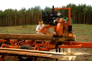 Przecieranie drewna trakiem przejezdnym