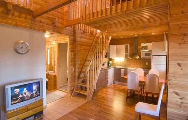 Ukraina. Produkcja, montaz domow z bali, wiat drewnianych, garazy, sauny, altanek