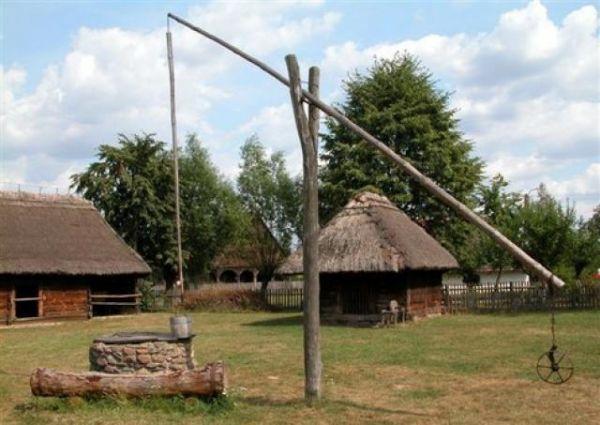 Ukraina. Oddamy stare drewniane budynki do rozbioru, wies do zagospodarowania. Za darmo bale suche
